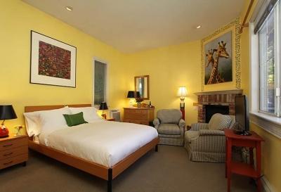 quilt-room-inn-at-occidental-gallery-1