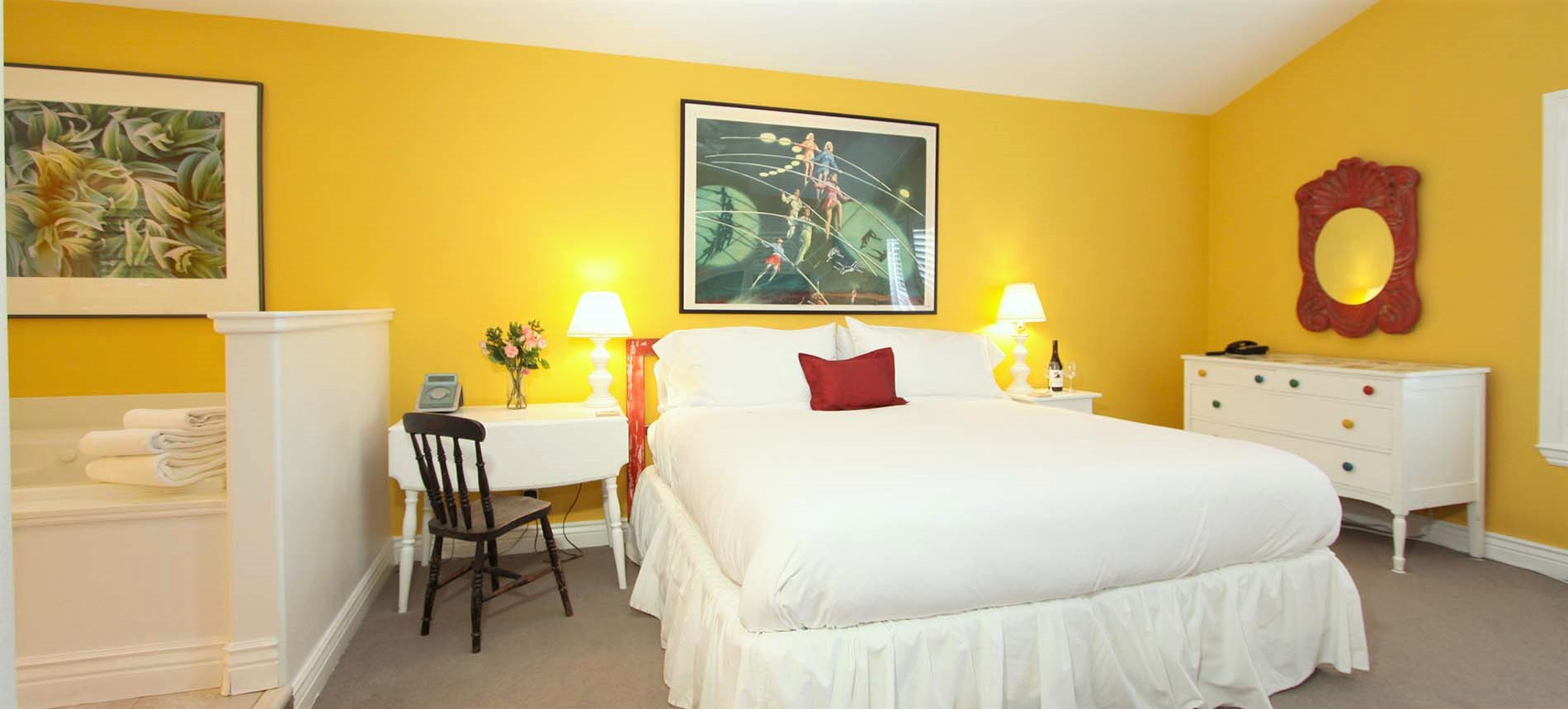 room with bed and chairs - sonoma county hotel lodging